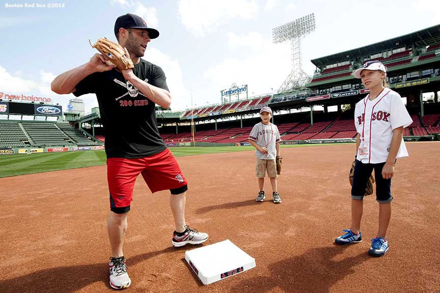 photo dustin pedroia fielding lesson billie with an ie