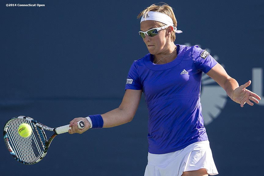 """Kirsten Flipkens hits a forehand during a match against Misaki Doi on day four of the 2014 Connecticut Open at the Yale University Tennis Center in New Haven, Connecticut Monday, August 18, 2014."""