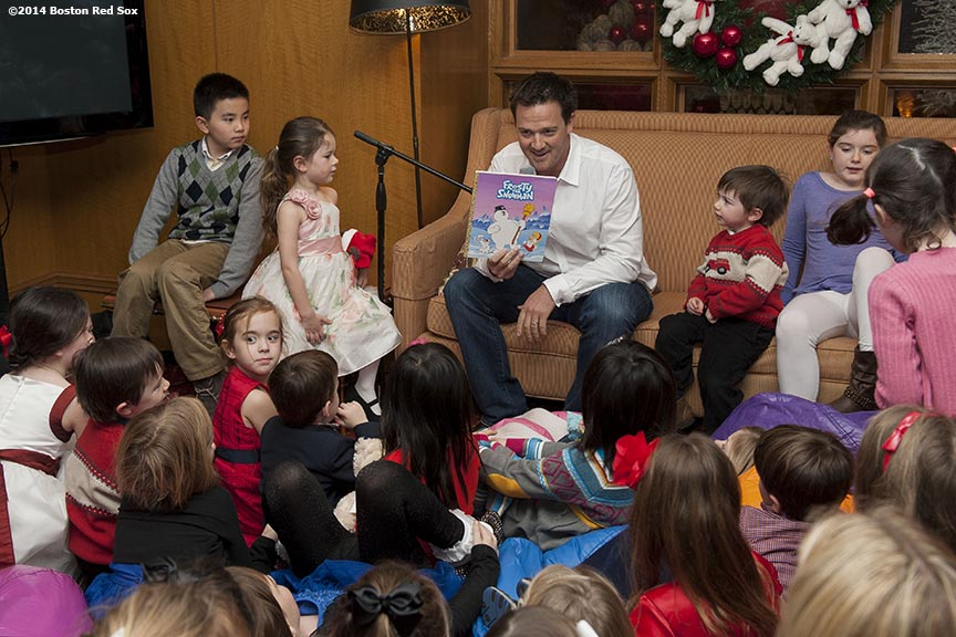"""Boston Red Sox pitcher Steven Wright reads a story to kids at the Four Seasons Hotel as part of the Red Sox Holiday Caravan Friday, December 12, 2014 in Boston, Massachusetts."""