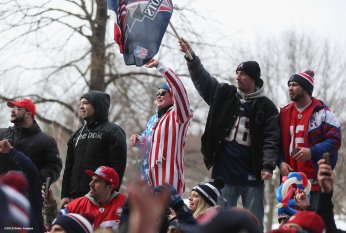 BOSTON, MA - FEBRUARY 04: Fans cheer during a New England Patriots Super Bowl victory parade on February 4, 2015 in Boston, Massachusetts. (Photo by Billie Weiss/Getty Images)