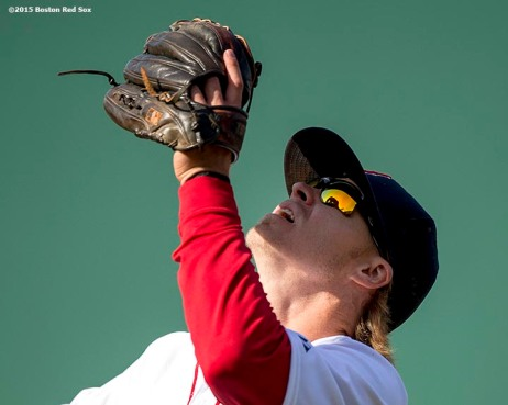 """Boston Red Sox second baseman Brock Holt catches a fly ball during the eighth inning of a game against the Baltimore Orioles at Fenway Park in Boston, Massachusetts Sunday, April 19, 2015."""