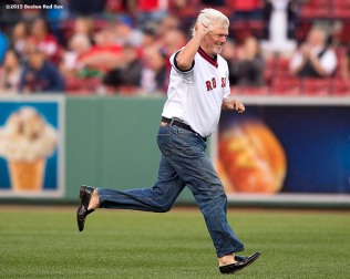"""Former Boston Red Sox pitcher Bill Lee runs toward the infield as he is introduced during a 1975 40 year reunion pre-game ceremony before a game between the Boston Red Sox and the Tampa Bay Rays at Fenway Park in Boston, Massachusetts Tuesday, May 5, 2015."""