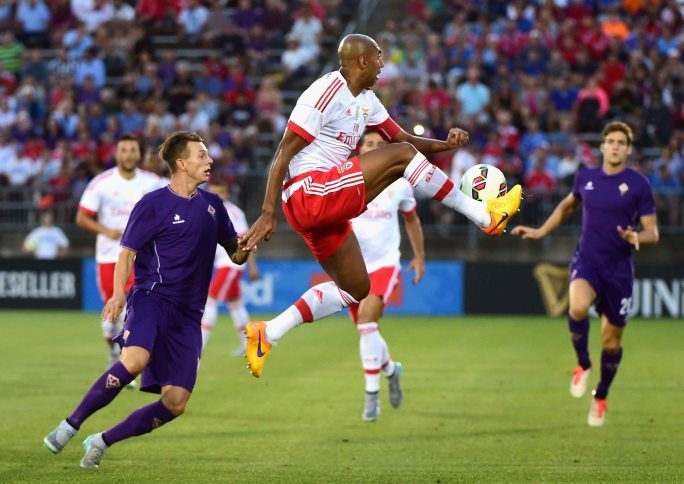 EAST HARTFORD, CT - JULY 24: Luisao #4 of FS Benfica traps the ball during the first half of an International Champions Cup 2015 match against ACF Fiorentina at Rentschler Field on July 24, 2015 in East Hartford, Connecticut. (Photo by Billie Weiss/Getty Images) *** Local Caption *** Luisao