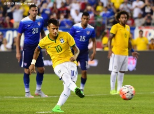 FOXBORO, MA - SEPTEMBER 08: Neymar #10 of Brazil scores a penalty kick goal during an international friendly against the United States at Gillette Stadium on September 8, 2015 in Foxboro, Massachusetts. (Photo by Billie Weiss/Getty Images)