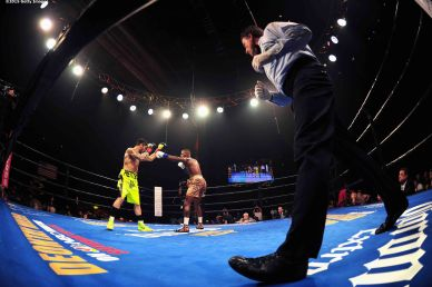MASHANTUCKET, CT - SEPTEMBER 12: Peter Quillin and Michael Zerafa during a fight at Foxwoods Resort Casino on September 12, 2015 in Mashantucket, Connecticut. (Photo by Billie Weiss/Getty Images)