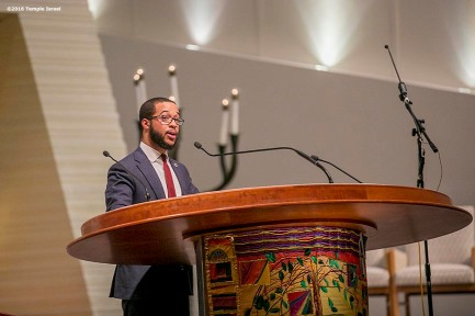 """Segun Idowu speaks during Qabbalat Shabbat services at Temple Israel in Boston, Massachusetts Friday, January 15, 2016."""