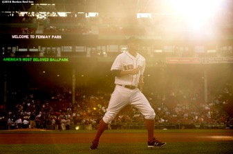 BOSTON, MA - JUNE 15: Xander Bogaerts #2 of the Boston Red Sox warms up before a game against the Baltimore Orioles on June 15, 2016 at Fenway Park in Boston, Massachusetts. (Photo by Billie Weiss/Boston Red Sox/Getty Images) *** Local Caption *** Xander Bogaerts