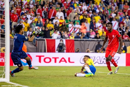 FOXBORO, MASSACHUSETTS - JUNE 12: Pedro Gallese of Peru makes a save during a group B match between Brazil and Peru at Gillette Stadium as part of Copa America Centenario US 2016 on June 12, 2016 in Foxboro, Massachusetts, US. (Photo by Billie Weiss/LatinContent/Getty Images)