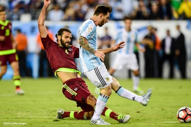 FOXBORO, MASSACHUSETTS - JUNE 18: Lionel Messi of Argentina scores a goal during a Quarterfinal match between Argentina and Venezuela at Gillette Stadium as part of Copa America Centenario US 2016 on June 18, 2016 in Foxboro, Massachusetts, US. (Photo by Billie Weiss/LatinContent/Getty Images)