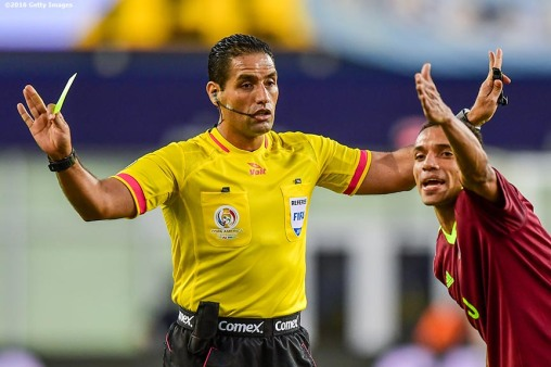 FOXBORO, MASSACHUSETTS - JUNE 18: Arquímedes Figuera of Venezuela argues with the referee during a Quarterfinal match between Argentina and Venezuela at Gillette Stadium as part of Copa America Centenario US 2016 on June 18, 2016 in Foxboro, Massachusetts, US. (Photo by Billie Weiss/LatinContent/Getty Images)