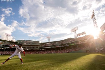 BOSTON, MA - JULY 23: David Price #24 of the Boston Red Sox warms up before a game against the Minnesota Twins on July 23, 2016 at Fenway Park in Boston, Massachusetts. (Photo by Billie Weiss/Boston Red Sox/Getty Images) *** Local Caption *** David Price