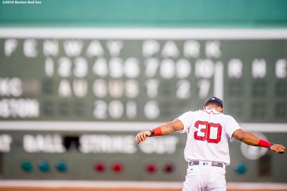 BOSTON, MA - AUGUST 27: Chris Young #30 of the Boston Red Sox warms up before a game against the Kansas City Royals on August 27, 2016 at Fenway Park in Boston, Massachusetts. (Photo by Billie Weiss/Boston Red Sox/Getty Images) *** Local Caption *** Chris Young