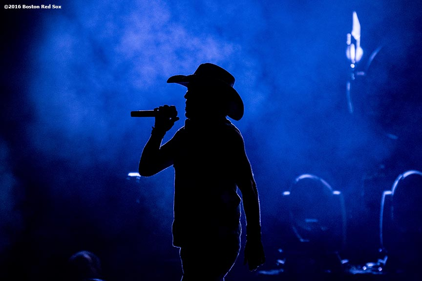 September 9, 2016, Boston, MA: Jason Aldean performs during a concert at Fenway Park in Boston, Massachusetts Friday, September 9, 2016. (Photo by Billie Weiss/Boston Red Sox)