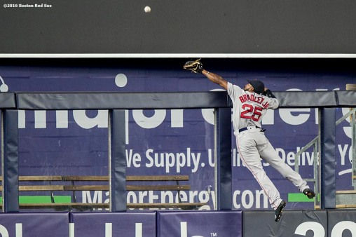 NEW YORK, NY - SEPTEMBER 27: Jackie Bradley Jr. #25 of the Boston Red Sox leaps as he attempts to catch a home run ball during the first inning of a game against the New York Yankees on September 27, 2016 at Yankee Stadium in the Bronx borough of New York City. (Photo by Billie Weiss/Boston Red Sox/Getty Images) *** Local Caption *** Jackie Bradley Jr.