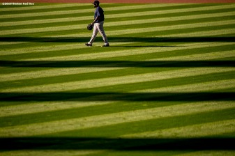 CLEVELAND, OH - OCTOBER 5: Jackie Bradley Jr. #25 of the Boston Red Sox warms up during a team workout before game one of the American League Division Series against the Cleveland Indians on October 5, 2016 at Progressive Field in Cleveland, Ohio. (Photo by Billie Weiss/Boston Red Sox/Getty Images) *** Local Caption *** Jackie Bradley Jr.