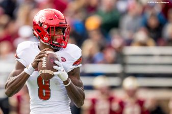 CHESTNUT HILL, MA - NOVEMBER 05: Lamar Jackson #8 of Louisville throws during the second quarter of a game against Boston College at Alumni Stadium on November 5, 2016 in Chestnut Hill, Massachusetts. (Photo by Billie Weiss/Getty Images) *** Local Caption *** Lamar Jackson