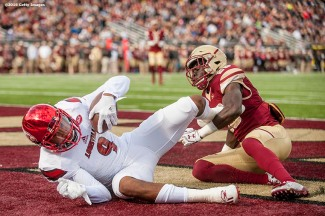 CHESTNUT HILL, MA - NOVEMBER 05: Jaylen Smith #9 of Louisville catches a touchdown pass as Isaac Yiadom #20 of Boston College defends during the first quarter of a game at Alumni Stadium on November 5, 2016 in Chestnut Hill, Massachusetts. (Photo by Billie Weiss/Getty Images) *** Local Caption *** Jaylen Smith; Isaac Yiadom