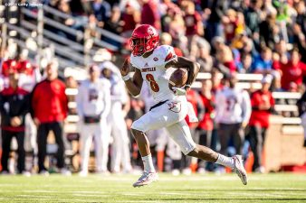 CHESTNUT HILL, MA - NOVEMBER 05: Lamar Jackson #8 of Louisville carries the ball for a touchdown during the third quarter of a game against Boston College at Alumni Stadium on November 5, 2016 in Chestnut Hill, Massachusetts. (Photo by Billie Weiss/Getty Images) *** Local Caption *** Lamar Jackson