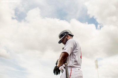 FT. MYERS, FL - MARCH 5: Jackie Bradley Jr. #19 of the Boston Red Sox warms up on deck during the fifth inning of a Spring Training game against the Atlanta Braves on March 5, 2017 at Fenway South in Fort Myers, Florida . (Photo by Billie Weiss/Boston Red Sox/Getty Images) *** Local Caption *** Jackie Bradley Jr.