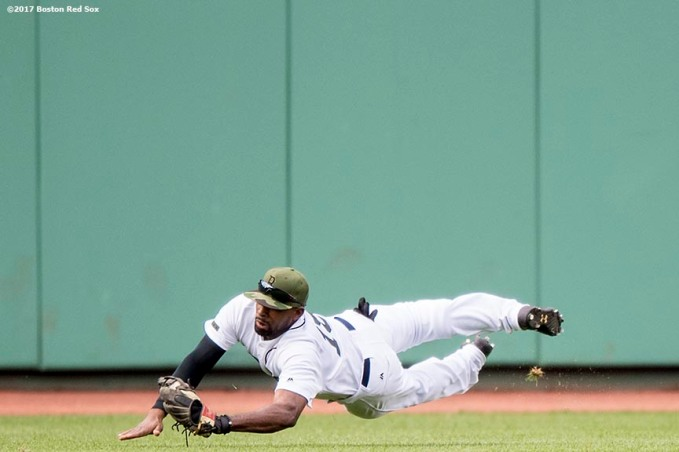 BOSTON, MA - MAY 27: Jackie Bradley Jr. #19 of the Boston Red Sox dives as he catches a line drive during the ninth inning of a game against the Seattle Mariners on May 27, 2017 at Fenway Park in Boston, Massachusetts. (Photo by Billie Weiss/Boston Red Sox/Getty Images) *** Local Caption *** Jackie Bradley Jr.