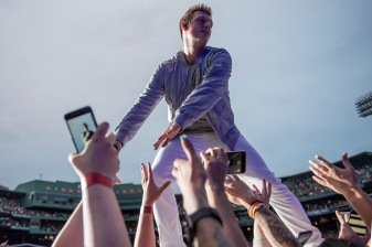 BOSTON, MA - JULY 7: Nick Carter of the Backstreet Boys high fives fans as he performs during a concert on July 7, 2017 at Fenway Park in Boston, Massachusetts. (Photo by Billie Weiss/Boston Red Sox/Getty Images) *** Local Caption *** Nick Carter