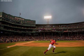 BOSTON, MA - AUGUST 18: Chris Young #30 of the Boston Red Sox warms up before a game against the New York Yankees on August 18, 2017 at Fenway Park in Boston, Massachusetts. (Photo by Billie Weiss/Boston Red Sox/Getty Images) *** Local Caption *** Chris Young