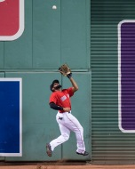 BOSTON, MA - SEPTEMBER 8: Jackie Bradley Jr. #19 of the Boston Red Sox jumps as he catches a fly ball during the ninth inning of a game against the Tampa Bay Rays on September 8, 2017 at Fenway Park in Boston, Massachusetts. (Photo by Billie Weiss/Boston Red Sox/Getty Images) *** Local Caption *** Jackie Bradley Jr.