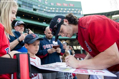 BOSTON, MA - SEPTEMBER 12: Andrew Benintendi #16 of the Boston Red Sox signs autographs before a game against the Oakland Athletics on September 12, 2017 at Fenway Park in Boston, Massachusetts. (Photo by Billie Weiss/Boston Red Sox/Getty Images) *** Local Caption *** Andrew Benintendi