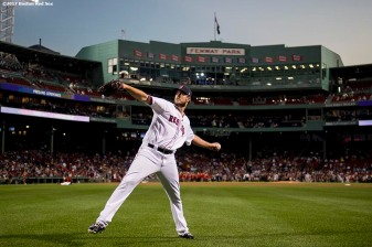 BOSTON, MA - SEPTEMBER 25: Drew Pomeranz #31 of the Boston Red Sox warms up before a game against the Toronto Blue Jays on September 25, 2017 at Fenway Park in Boston, Massachusetts. (Photo by Billie Weiss/Boston Red Sox/Getty Images) *** Local Caption *** Drew Pomeranz