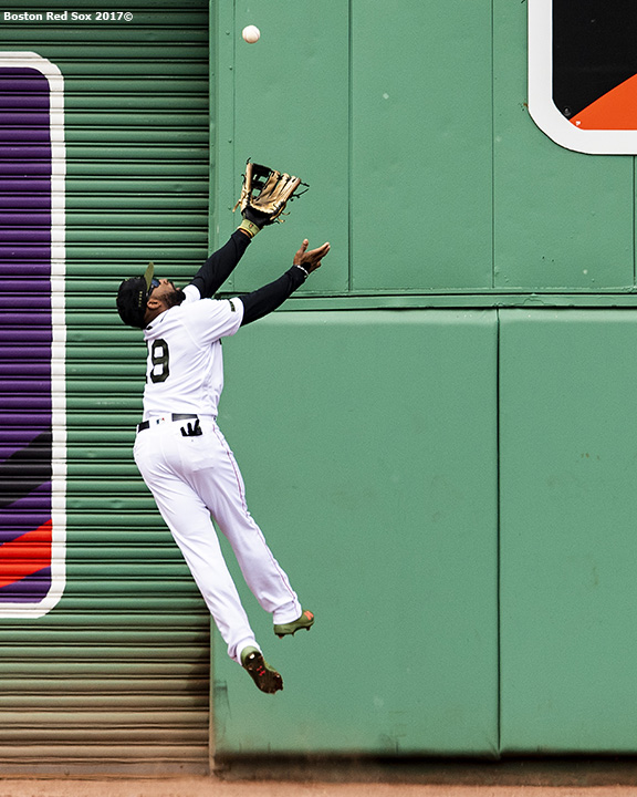 BOSTON, MA - MAY 28: Jackie Bradley Jr. #19 of the Boston Red Sox makes a leaping catch against the wall on a ball hit by Kendrys Morales #8 of the Toronto Blue Jays during the Sixth inning of a game on May 28, 2018 at Fenway Park in Boston, Massachusetts. (Photo by Billie Weiss/Boston Red Sox/Getty Images) *** Local Caption *** Jackie Bradley Jr.
