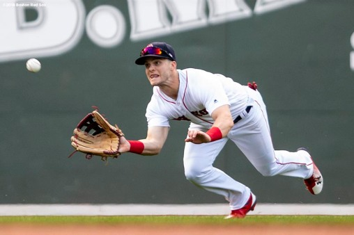 BOSTON, MA - JUNE 9: Andrew Benintendi #16 of the Boston Red Sox makes a diving catch during the ninth inning of a game against the Chicago White Sox on June 9, 2018 at Fenway Park in Boston, Massachusetts. (Photo by Billie Weiss/Boston Red Sox/Getty Images) *** Local Caption *** Andrew Benintendi