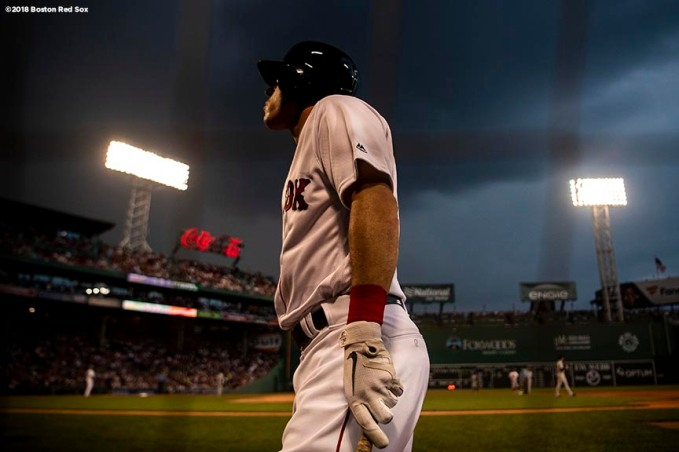 BOSTON, MA - AUGUST 2: Ian Kinsler #5 of the Boston Red Sox looks on as he warms up on deck during the first inning of a game against the New York Yankees on August 2, 2018 at Fenway Park in Boston, Massachusetts. (Photo by Billie Weiss/Boston Red Sox/Getty Images) *** Local Caption *** Ian Kinsler