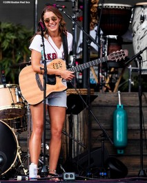 August 9, 2018, Boston, MA: Caroline Jones performs during a Jimmy Buffett concert at Fenway Park in Boston, Massachusetts Thursday, August 9, 2018. (Photo by Billie Weiss/Boston Red Sox)