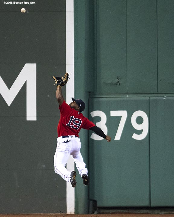 BOSTON, MA - AUGUST 17: Jackie Bradley Jr. #19 of the Boston Red Sox makes a leaping catch during the third inning of a game against the Tampa Bay Rays on August 17, 2018 at Fenway Park in Boston, Massachusetts. (Photo by Billie Weiss/Boston Red Sox/Getty Images) *** Local Caption *** Jackie Bradley Jr.