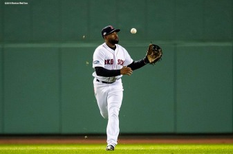 BOSTON, MA - OCTOBER 14: Jackie Bradley Jr. #19 of the Boston Red Sox catches a fly ball during the seventh inning of game two of the American League Championship Series against the Houston Astros on October 14, 2018 at Fenway Park in Boston, Massachusetts. (Photo by Billie Weiss/Boston Red Sox/Getty Images) *** Local Caption *** Jackie Bradley Jr.