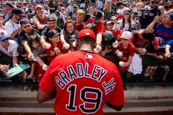 MESA, AZ - MARCH 26: Jackie Bradley Jr. #19 of the Boston Red Sox signs autographs before a spring training game against the Chicago Cubs on March 26, 2019 at Sloan Park in Mesa, Arizona. (Photo by Billie Weiss/Boston Red Sox/Getty Images) *** Local Caption *** Jackie Bradley Jr.