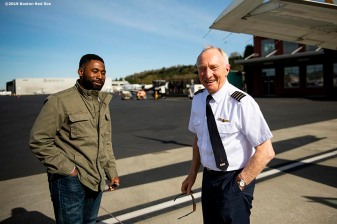 SEATTLE, WA - MARCH 27: Jackie Bradley Jr. #19 of the Boston Red Sox talks with the pilot after a charter flight over Mount Rainier in Seattle, Washington on March 27, 2019. (Photo by Billie Weiss/Boston Red Sox/Getty Images) *** Local Caption *** Jackie Bradley Jr.