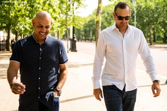 LONDON, ENGLAND - JUNE 28 : Manager Aaron Boone of the New York Yankees and Manager Alex Cora of the Boston Red Sox talk during a photo opportunity during the changing of the guards at Buckingham Palace ahead of the 2019 Major League Baseball London Series on June 28, 2019 in London, England. (Photo by Billie Weiss/Boston Red Sox/Getty Images) *** Local Caption *** Aaron Boone; Alex Cora