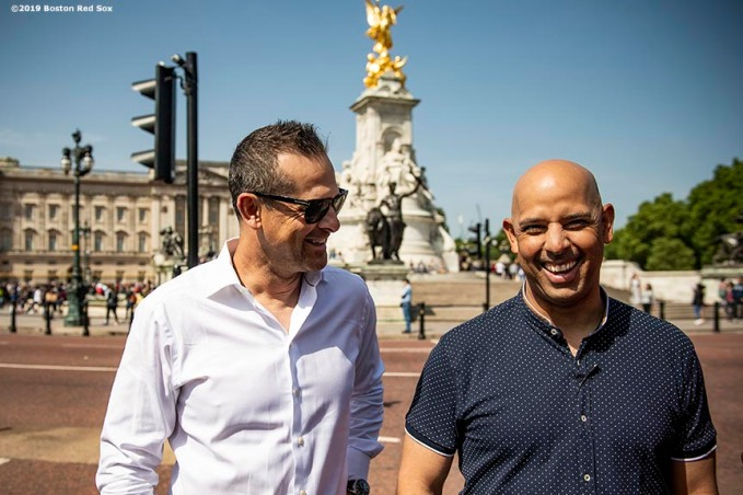 LONDON, ENGLAND - JUNE 28 : Manager Alex Cora of the Boston Red Sox and Manager Aaron Boone of the New York Yankees react during a photo opportunity during the changing of the guards at Buckingham Palace ahead of the 2019 Major League Baseball London Series on June 28, 2019 in London, England. (Photo by Billie Weiss/Boston Red Sox/Getty Images) *** Local Caption *** Aaron Boone; Alex Cora