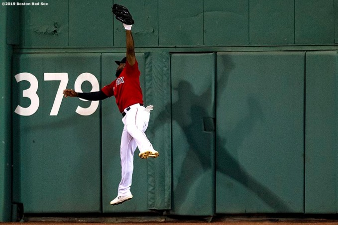 BOSTON, MA - AUGUST 20: Jackie Bradley Jr. #19 of the Boston Red Sox makes a leaping catch during the eighth inning of a game against the Philadelphia Phillies on August 20, 2019 at Fenway Park in Boston, Massachusetts. (Photo by Billie Weiss/Boston Red Sox/Getty Images) *** Local Caption *** Jackie Bradley Jr.