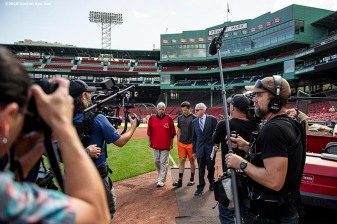 BOSTON, MA - SEPTEMBER 17: Peter Gammons interviews former Boston Red Sox left fielder Carl Yastrzemski and Mike Yastrzemski #5 of the San Francisco Giants during the filming of an MLB Network segment on September 17, 2019 at Fenway Park in Boston, Massachusetts. (Photo by Billie Weiss/Boston Red Sox/Getty Images) *** Local Caption *** Mike Yastrzemski; Carl Yastrzemski; Carl Yastrzemski