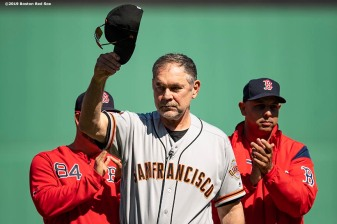BOSTON, MA - SEPTEMBER 19: Manager Bruce Bochy of the San Francisco Giants tips his cap as he is presented with a gift by the Boston Red Sox in recognition of his 2000th career victory before a game on September 19, 2019 at Fenway Park in Boston, Massachusetts. (Photo by Billie Weiss/Boston Red Sox/Getty Images) *** Local Caption *** Bruce Bochy