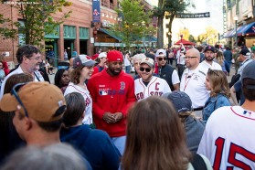 BOSTON, MA - SEPTEMBER 27: Jackie Bradley Jr. #19 of the Boston Red Sox greets fans at the gates before a game against the Baltimore Orioles on September 27, 2019 at Fenway Park in Boston, Massachusetts. (Photo by Billie Weiss/Boston Red Sox/Getty Images) *** Local Caption *** Jackie Bradley Jr.