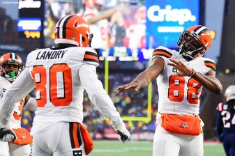 FOXBOROUGH, MASSACHUSETTS - OCTOBER 27: Tight end Demetrius Harris #88 of the Cleveland Browns celebrates with wide receiver Jarvis Landry #80 after scoring a touchdown in the second quarter of the game against the New England Patriots at Gillette Stadium on October 27, 2019 in Foxborough, Massachusetts. (Photo by Billie Weiss/Getty Images)