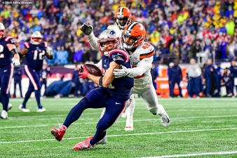 FOXBOROUGH, MA - OCTOBER 27: Julian Edelman #11 of the New England Patriots catches a touchdown pass during a game against the Cleveland Browns at Gillette Stadium on October 27, 2019 in Foxborough, Massachusetts. (Photo by Billie Weiss/Getty Images) *** Local Caption *** Julian Edelman