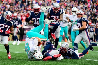 FOXBOROUGH, MA - DECEMBER 29: Mike Gesicki #88 of the Miami Dolphins carries the ball during the third quarter of a game against the New England Patriots at Gillette Stadium on December 29, 2019 in Foxborough, Massachusetts. (Photo by Billie Weiss/Getty Images) *** Local Caption *** Mike Gesicki