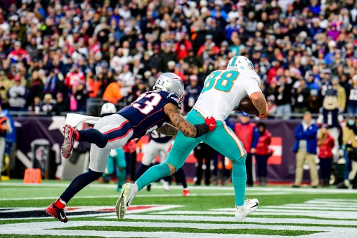FOXBOROUGH, MA - DECEMBER 29: Mike Gesicki #88 of the Miami Dolphins catches the game winning touchdown pass during the fourth quarter of a game against the New England Patriots at Gillette Stadium on December 29, 2019 in Foxborough, Massachusetts. (Photo by Billie Weiss/Getty Images) *** Local Caption *** Mike Gesicki