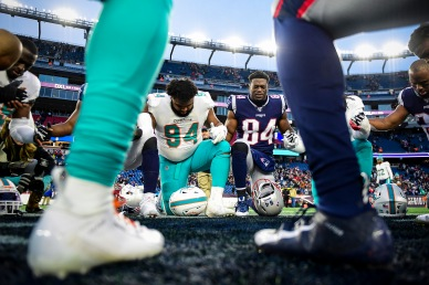 FOXBOROUGH, MA - DECEMBER 29: Christian Wilkins #94 of the Miami Dolphins and Ben Watson #84 of the New England Patriots pray following a game at Gillette Stadium on December 29, 2019 in Foxborough, Massachusetts. (Photo by Billie Weiss/Getty Images) *** Local Caption *** Christian Wilkins; Ben Watson